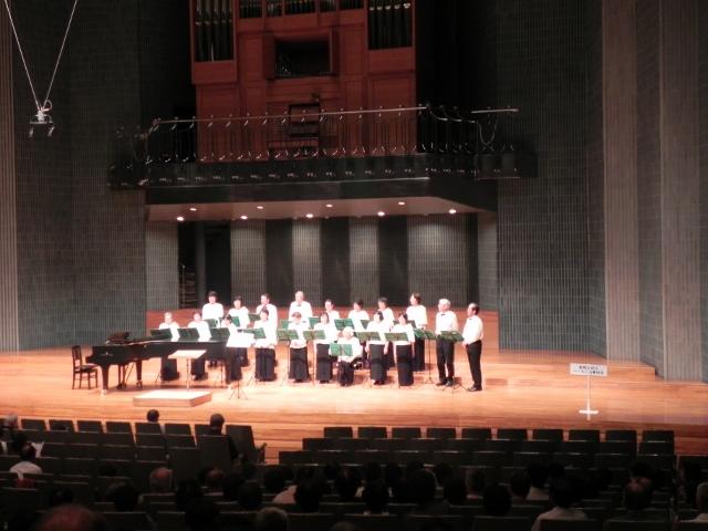 熟年の光輝く歌声響く 福島でオ...